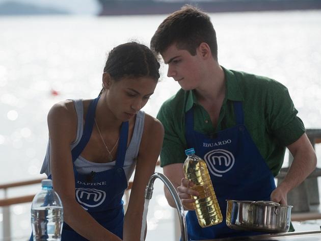Eduardo e Daphne cozinham juntos no MasterChef e fazem a alegria da web; veja memes