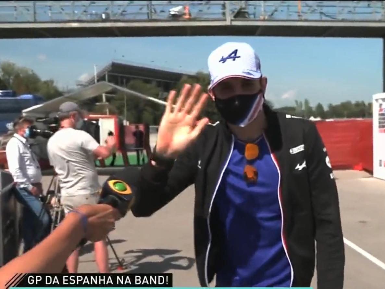 """Esteban Ocon surpreende Mariana Becker ao falar """"portunhol"""" ao vivo"""