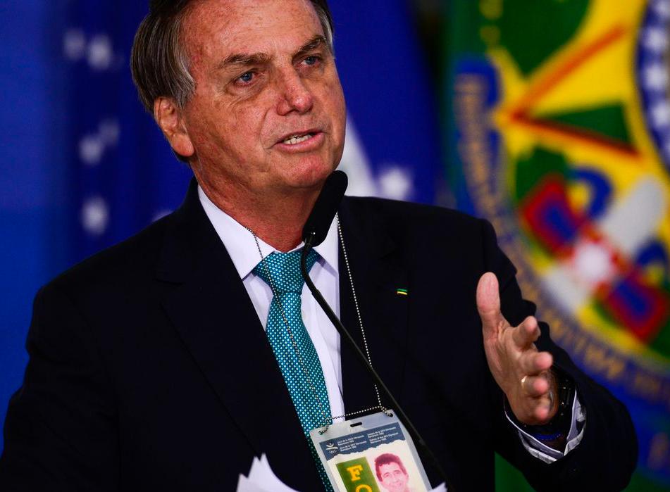 Bolsonaro e Mourão voltam a defender Copa América no Brasil