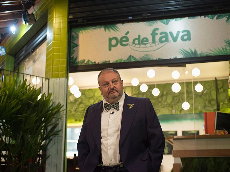 Veja o antes e o depois do restaurante Pé de Fava