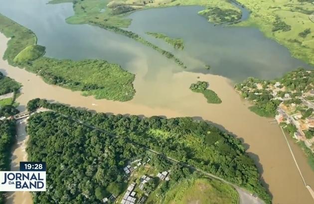 A Estação de Tratamento do Guandu, na Baixada Fluminense, com água turva