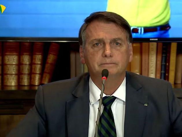 Bolsonaro divulga vídeos já desmentidos para alegar fraude eleitoral; TSE rebate