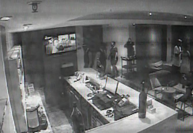 MC Kevin: imagens exclusivas mostram movimentação em hotel após a queda do funkeiro