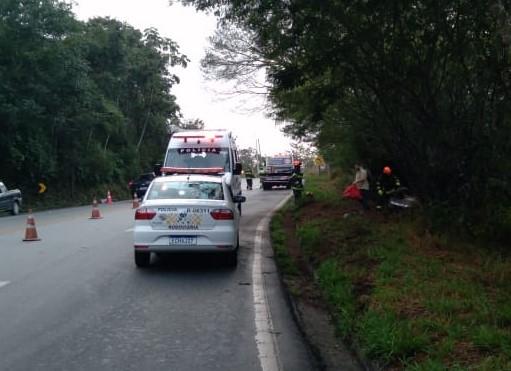 Motociclista de 62 anos morre após bater carro em guincho do DER na Floriano Rodrigues Pinheiro