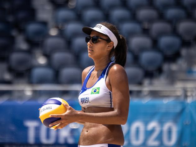 Ana Patrícia passa mal após eliminação no vôlei de praia