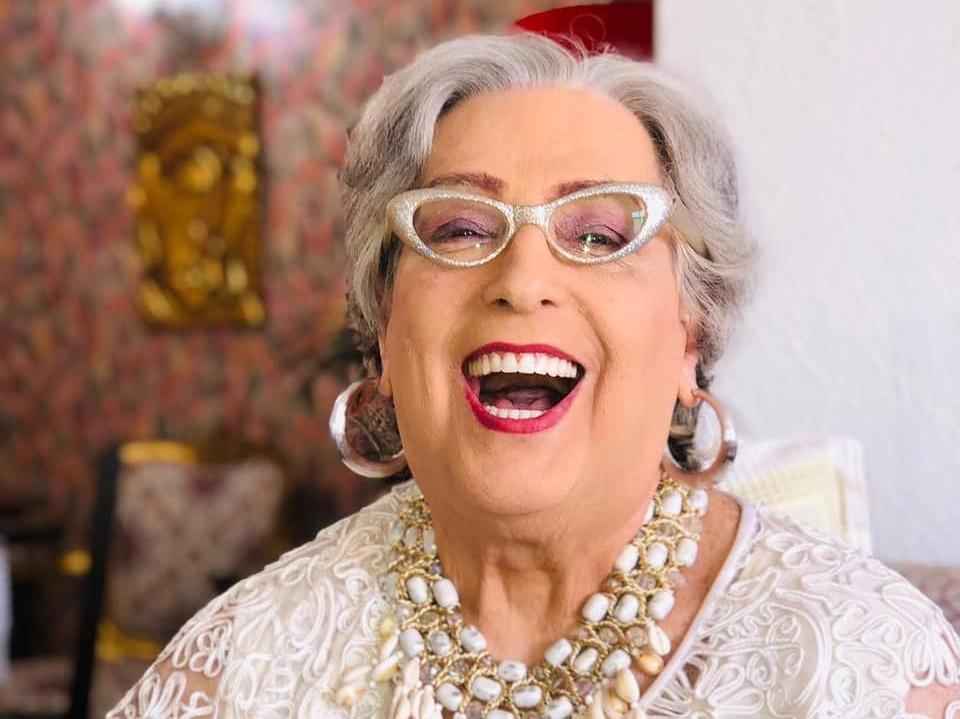 Aos 72 anos, Mamma Bruscheta é vacinada em São Paulo contra a Covid-19