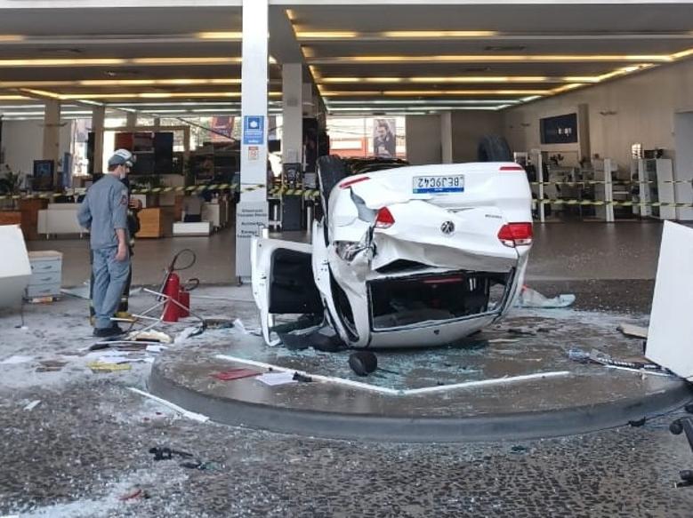 Acidente dentro de concessionária deixa pelo menos três feridos em São Paulo