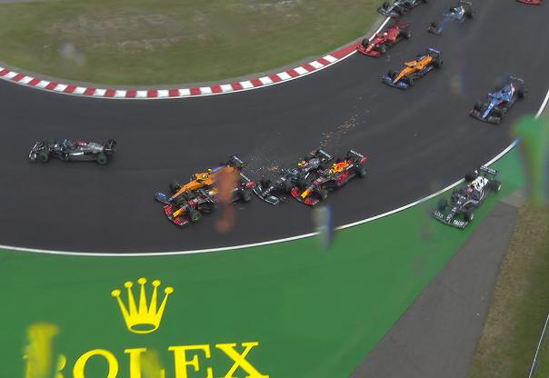 Strike: Bottas bate em Norris, que bate em Verstappen na largada na Hungria
