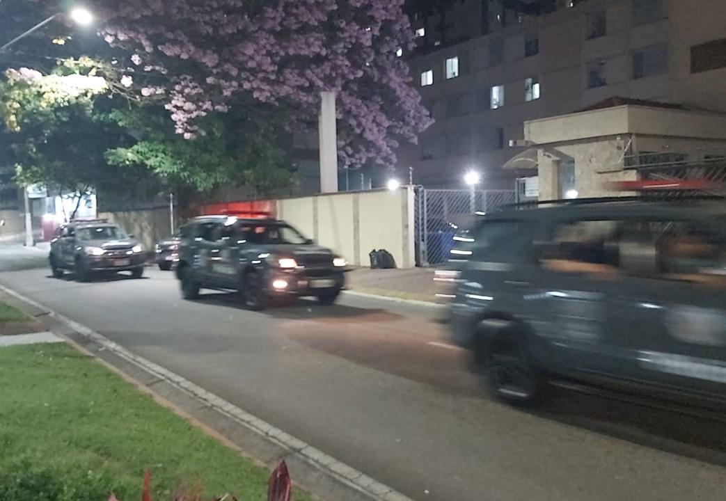 Vândalos interditaram a avenida Nelson D'ávila, em São José dos Campos