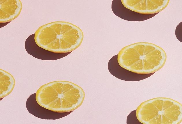 Chef ensina dica de como espremer o limão de maneira fácil e rápida