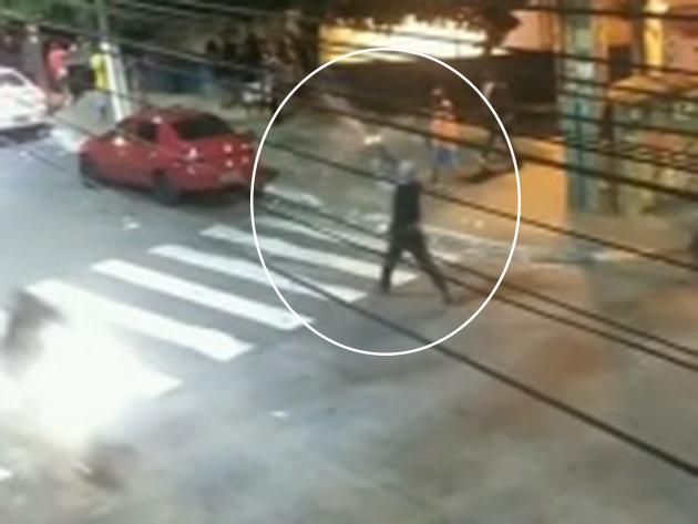 Homem é filmado atirando para cima com fuzil na zona norte de São Paulo