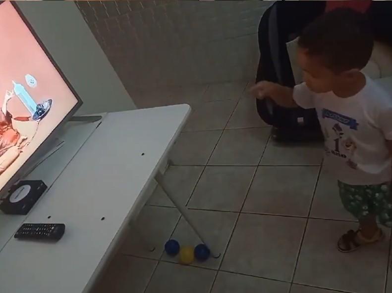 Conheça o pequeno Arthur, de dois anos, fã do Melhor da Tarde