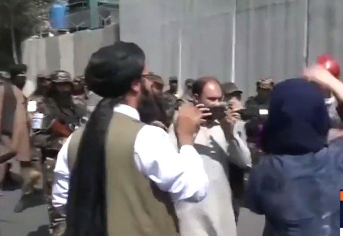 Jornalistas acusam Talibã de tortura com chicotes