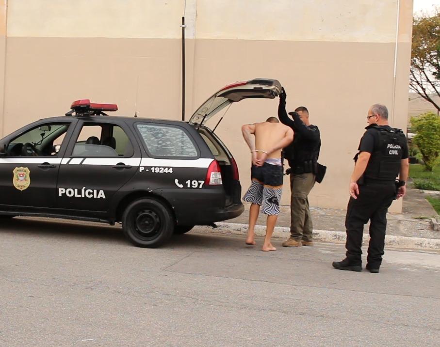 Polícia cumpre mandados de busca e apreensão no conjunto do CDHU, em Caçapava