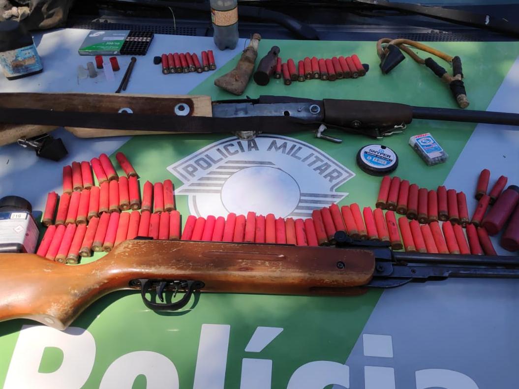 Polícia Ambiental realiza apreensão de equipamentos de caça, em Ilhabela