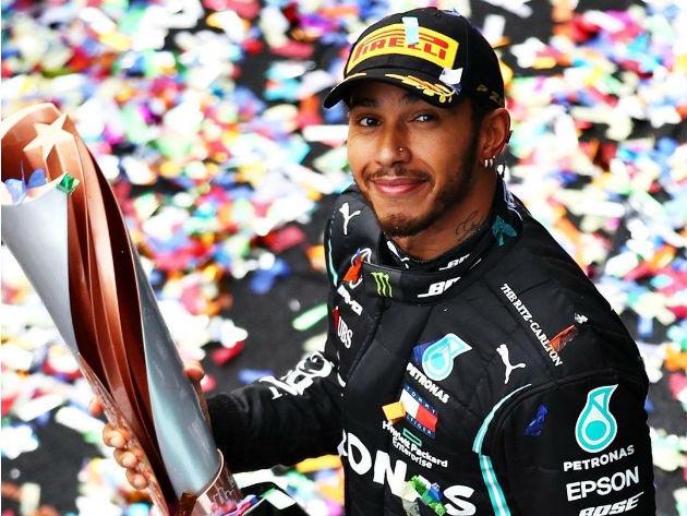 Hamilton renova com a Mercedes e segue na Fórmula 1