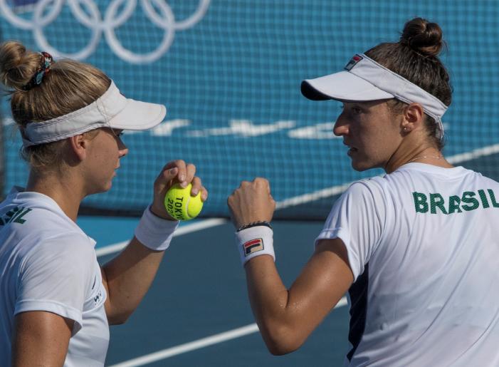 Luisa Stefani e Laura Pigossi garantiram bronze nas duplas