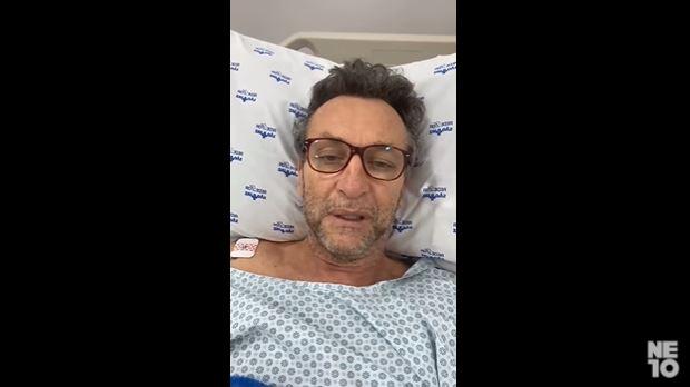 """Em recuperação de cirurgia, Neto agradece fãs e brinca: """"Já dá para jogar no Corinthians"""""""