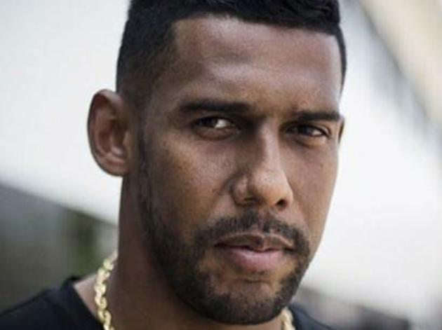 Após internação por covid-19, ex-goleiro Aranha lança livro sobre a história do negro no Brasil