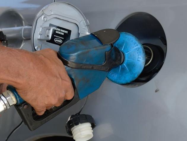"""Eduardo Oinegue: """"Dólar em alta, inflação em alta, juros em alta e petróleo em alta. Difícil nossa situação"""""""