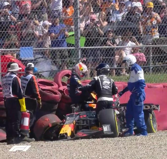 F1: Verstappen se diz bem após acidente, mas critica manobra de Hamilton
