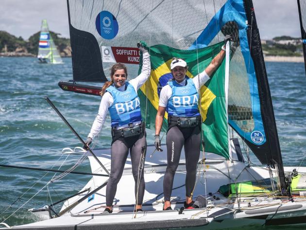 """Martine e Kahena celebram 2º ouro: """"Incrível ganhar essa Olimpíada tão emblemática"""""""