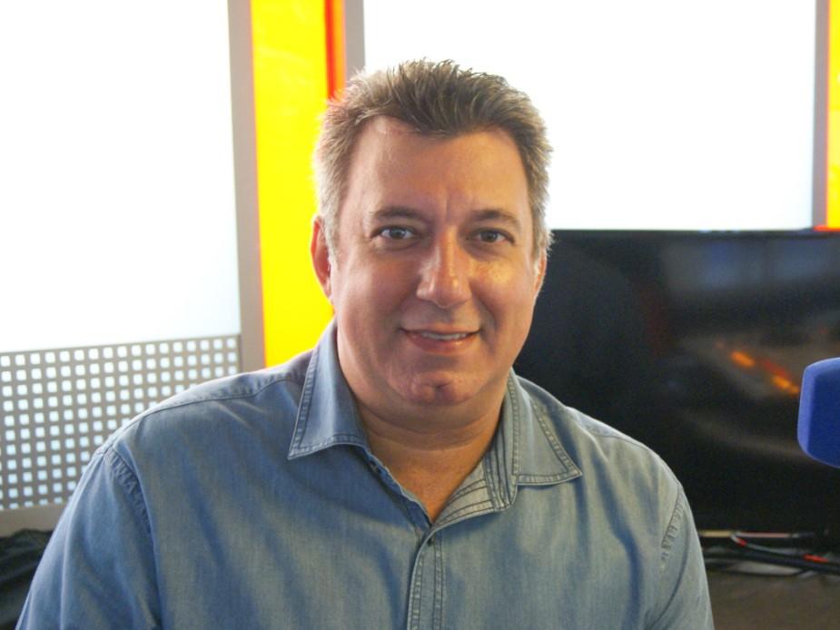 Silva Junior começou no rádio em Limeira em 1992 passando por todas emissoras da...