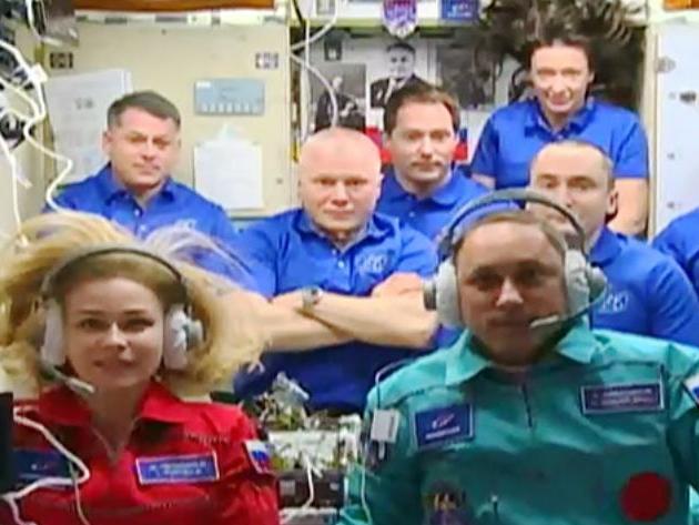 Atriz russa decola para fazer 1º filme da história no espaço