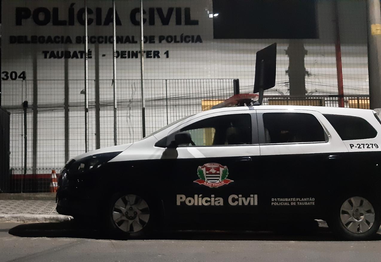 Falsos policiais invadem escola de samba e fazem caseiras reféns em Taubaté