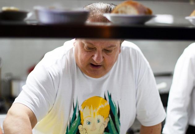 Jacquin cozinha no Ça-Va, seu restaurante novo em São Paulo