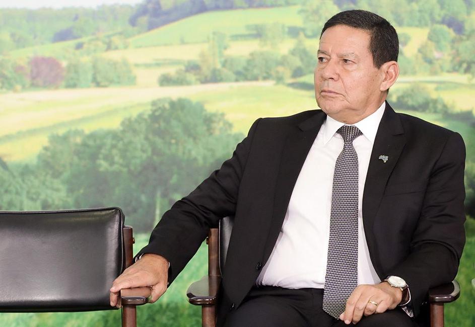 Mourão diz que presidente da França desconhece produção da soja no Brasil