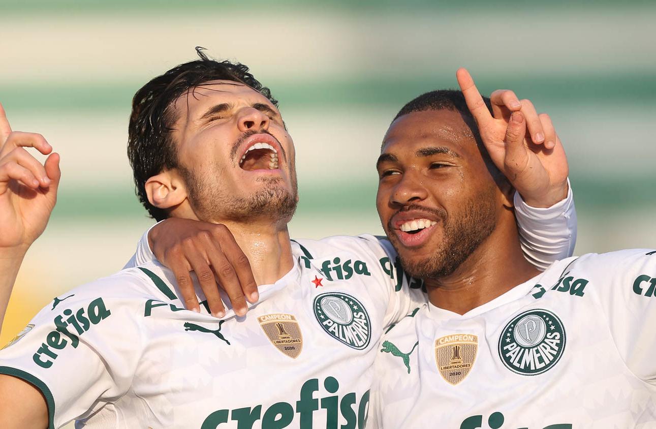 O duelo alviverde abriu a 21ª rodada do Campeonato Brasileiro neste sábado (18)