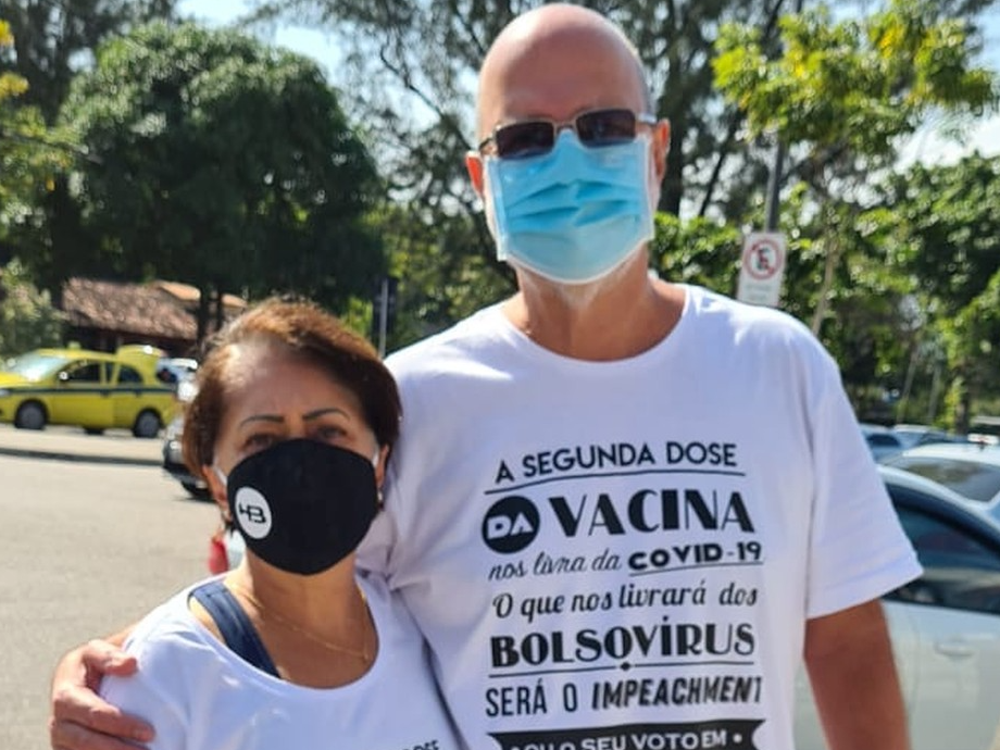 Casal é impedido de tomar vacina por vestir camisa contra governo