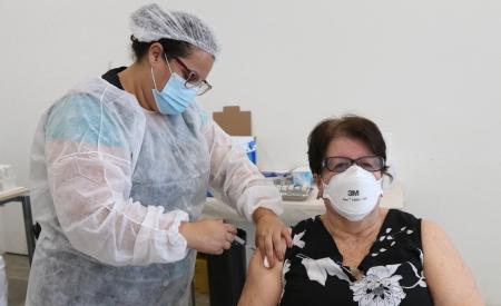 Jacareí retoma quinta-feira vacinação contra a covid-19 em idosos de 66 e 65 anos
