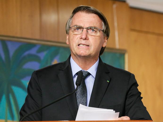 Após carta de empresários, Jair Bolsonaro volta a criticar restrições, mas muda o tom