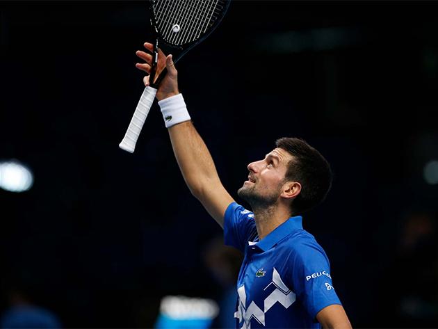 Djokovic bate Zverev e garante última vaga nas semifinais