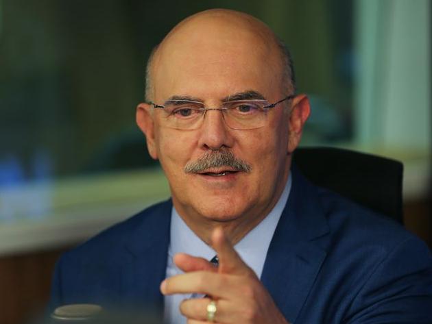 Ministro da Educação defende volta às aulas, mas diz que MEC não pode obrigar nada
