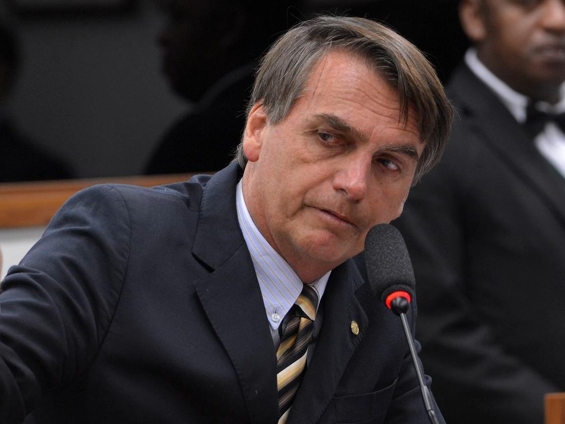 Bolsonaro aumenta imposto sobre operações financeiras
