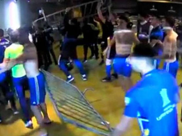 Atletas e comissão do Boca Juniors voltam à Argentina após confusão no Mineirão