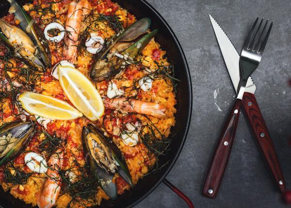 Conheça a paella, prato típico da Espanha