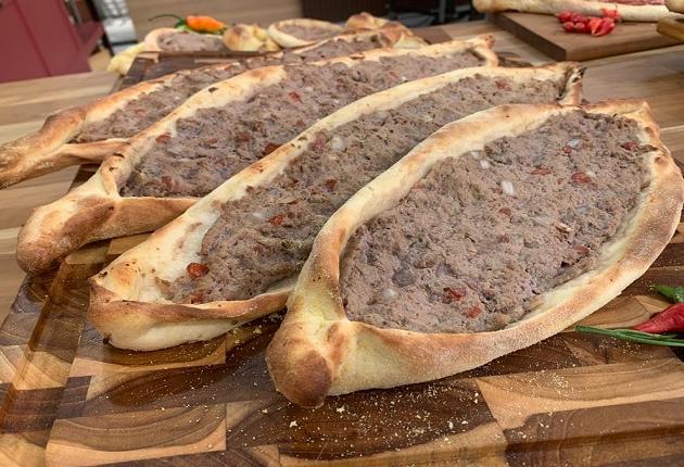 Esfiha turca gigante de carne   Band Receitas