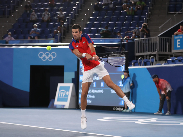 Djokovic leva virada de Zverev na semifinal e dá adeus ao sonho do Golden Slam