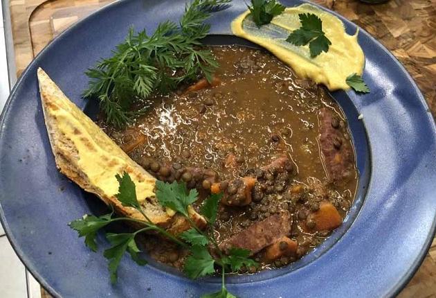 Erick Jacquin ensina receita de cozido de lentilha com paio e legumes; veja como fazer