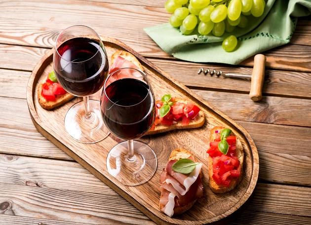 Gosta de vinhos leves? Aposte nos rótulos feitos com a uva Nerello