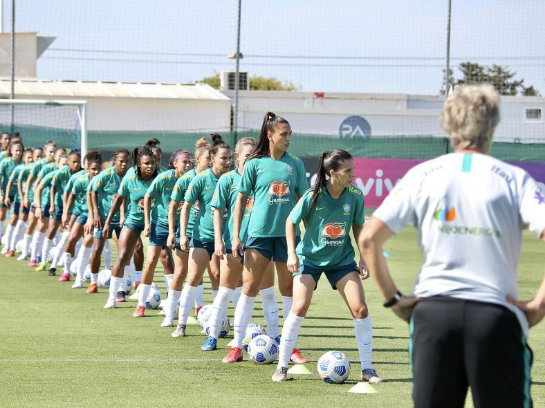 Jogadoras da Seleção durante treino