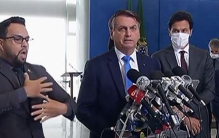 """""""Não é ficando em casa que nós vamos resolver esse problema"""", diz Bolsonaro horas depois de Queiroga pedir distanciamento social"""
