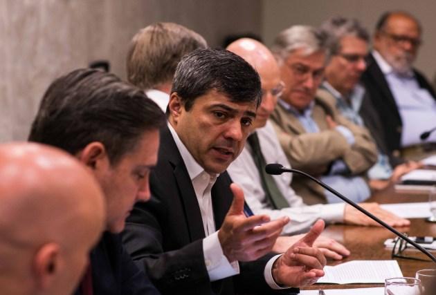 """""""O Governo Federal erra ao anunciar um auxílio de 400 reais"""", diz Roberto Padovani"""