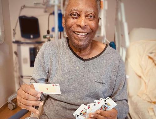 """Filha compartilha partida de tranca com Pelé em hospital: """"Vários passos à frente"""""""