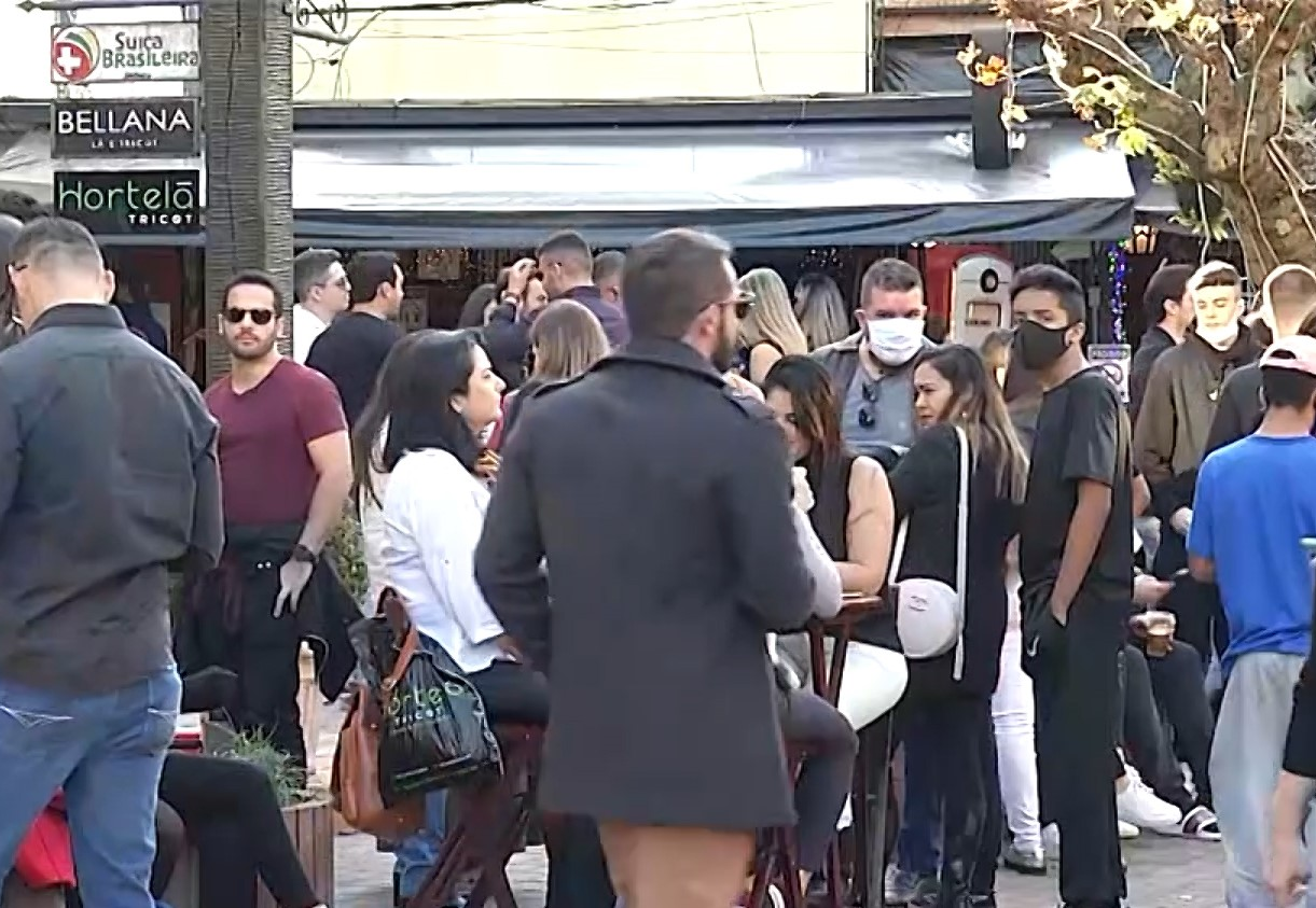 Feriado de Corpus Christi em Campos do Jordão tem 12 festas fechadas, aglomerações e confusão entre turistas