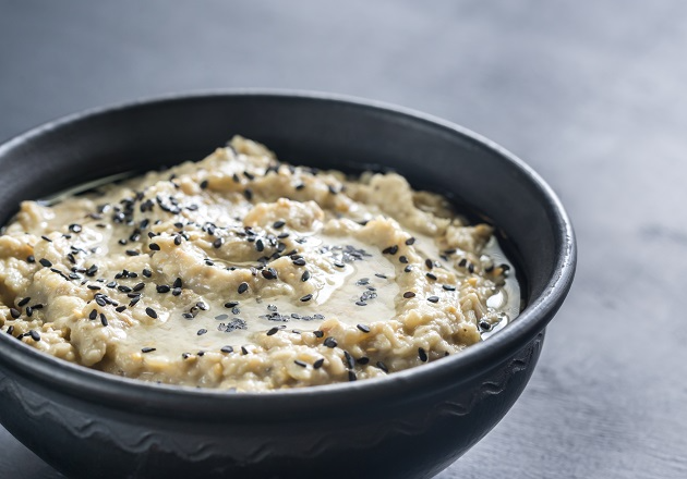 Babaganuche: aprenda receita clássica da pasta de berinjela defumada